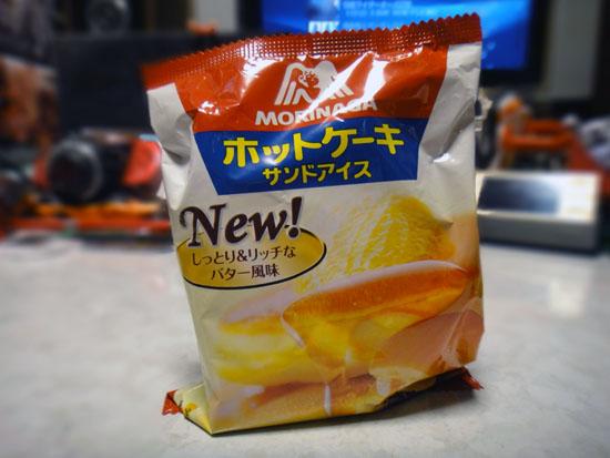 Hotcake_sandwich_ice_cream_001.jpg