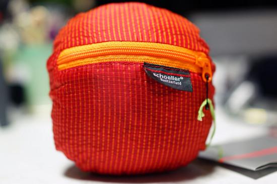 Packable_Rain_jacket_001.jpg